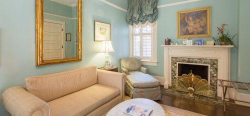 Scarlett's Retreat - Couch & Fireplace