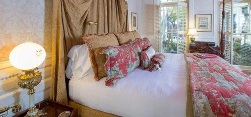 Victoria - Bed