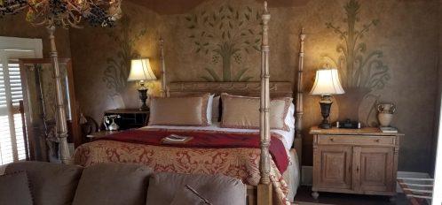 Gazebo bed in Ballastone Inn