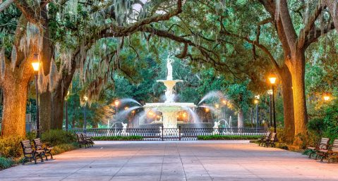 Visit all of the enchanting sights in Savannah like Forsyth Park when planning things to do on a Savannah, GA, honeymoon.