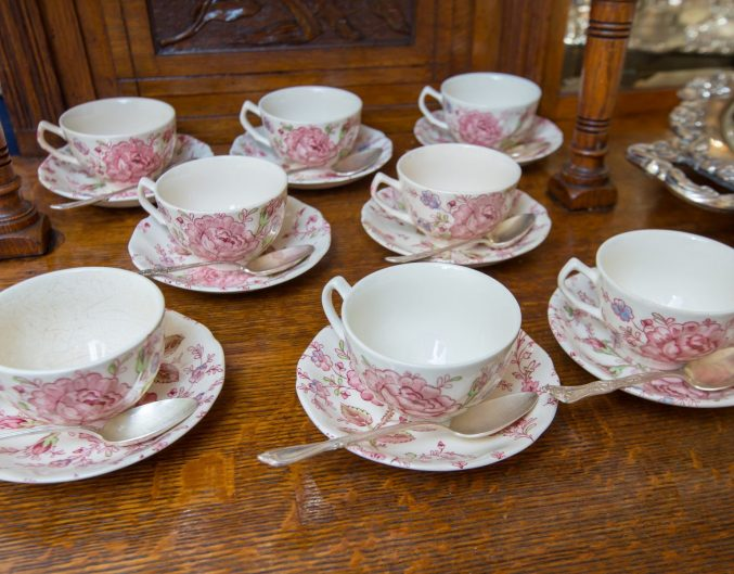 Tea cups sitting on a wooden server at Ballastone Inn.